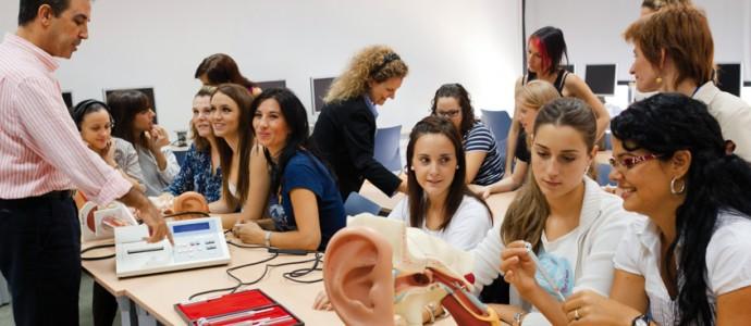 Una classe de pràctiques de l'alumnat de Logopèdia a la Universitat de València.