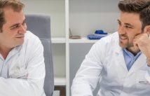 Cecili Macián, director de la Clínica Podològica de la Universitat de València i Pedro Campos, graduat en Podologia i podòleg a l'hospital Pare Jofré de València.