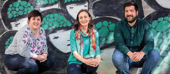 D'esquerra a dreta, Yaiza Pérez Alonso, sociòloga, directora científica d'Eixam Estudis Sociològics i professora associada de la UV; Erika Masanet Ripoll, sociòloga especialista en migracions, coordinadora del grau i professora de la UV; i Luis Hernández Carreras, sociòleg, politòleg i cuiner, treballa de sociòleg a l'Ajuntament de Castelló).
